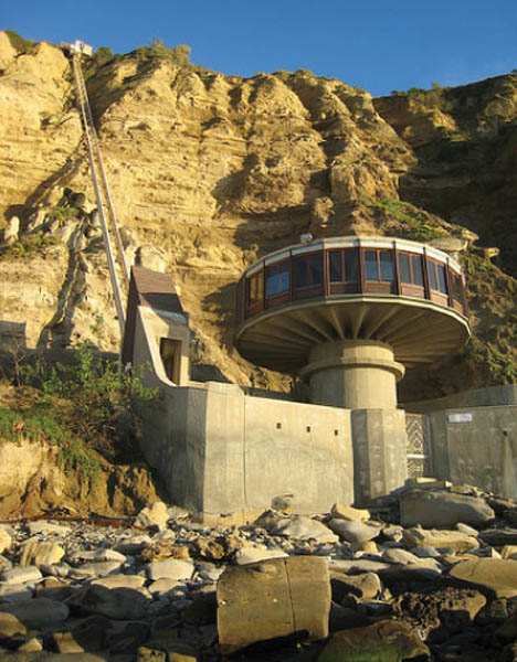 Cool Or Dated Retrofuturistic Beach Side Cliff House