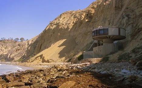 retrofuturistic-round-house-design