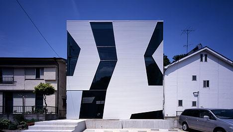 futuristic-glass-concrete-cube-house1