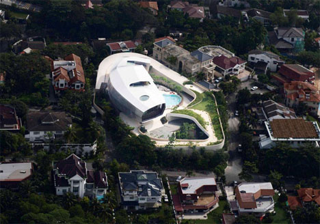 offbeat-luxury-home-aerial