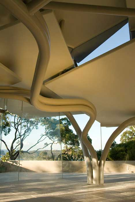 camouflage-curved-house-pillars