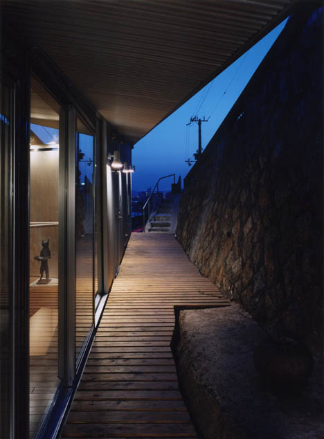 creative-sloped-modern-house