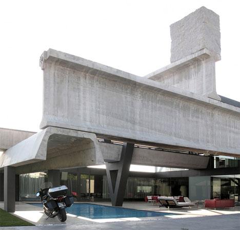 massive-prefab-concrete-steel-home