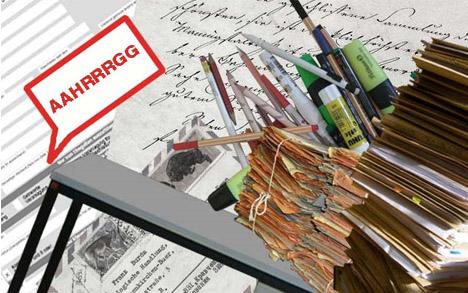 messy-desk-image
