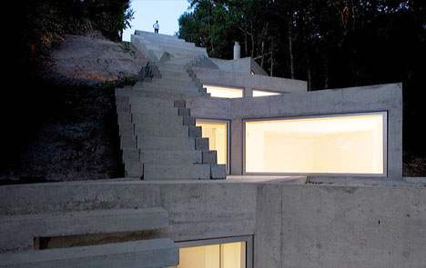 modern-buried-concrete-house