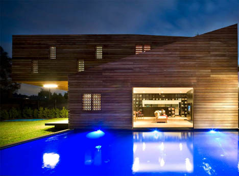 modern-house-at-night