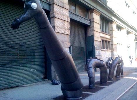 art-urban-garbage-bag-installation