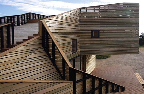 contemporary-wood-home-roof-deck