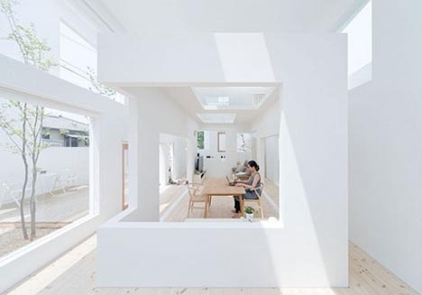 Minimalist Design: Open-Air White Home Without Windows