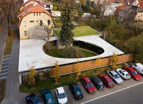 Incredible Courtyard House: Modern Home + Garden Design