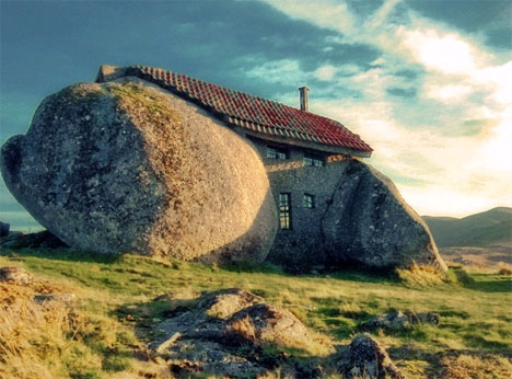 Rock The House: Bizarre Rural Boulder U0026 Stone Home Design