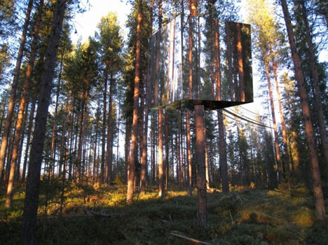 camouflage tree hotel