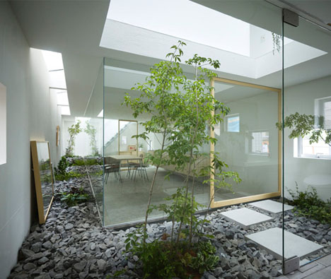 Japanese Home With Modern Atrium Designs Amp Ideas On Dornob