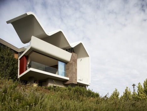 Wave Smile Concrete Cantilever Sets House Apart In Style