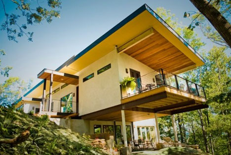 Hempcrete House: World's First Hemp & Paper-Walled Home