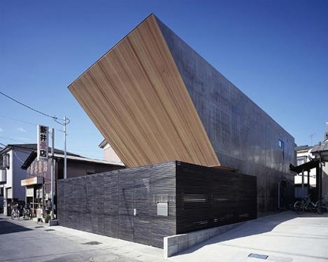 Huge House Looks Suspiciously Like Star Wars Sandcrawler