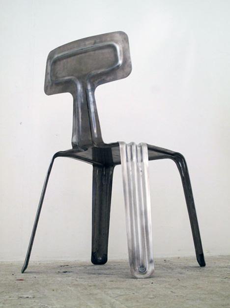 Mycket snygg och designad stol av Harry Thaler som passar perfekt som inredning i ett shabby chic rum
