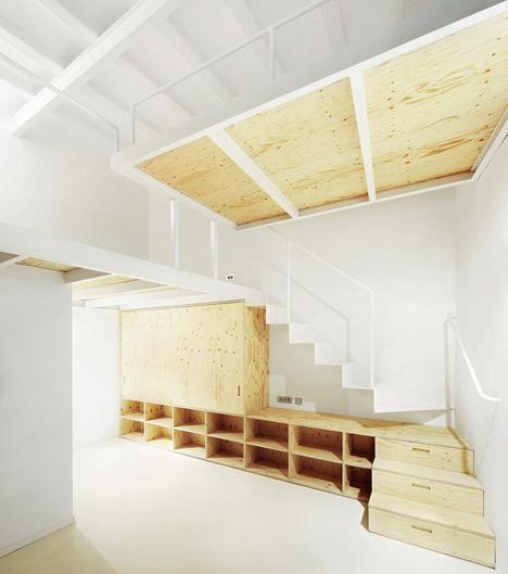 Split level loft suspended bedroom under stair storage - Come fare un soppalco in casa ...