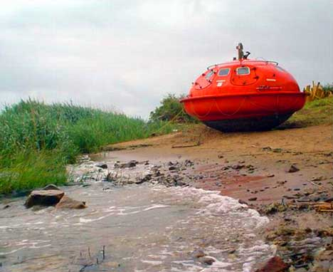 Floating UFOs: Oil Rig Escape Pods Turned into Hotel Rooms