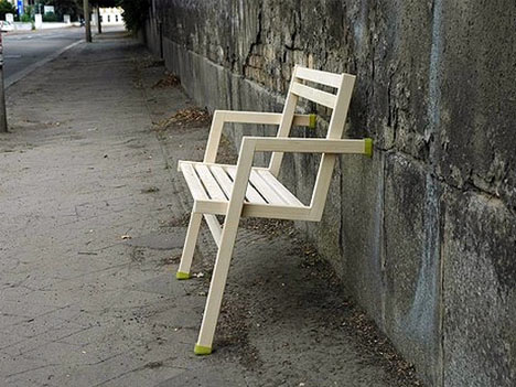 leaning chair uses 2 vertical legs  2 horizonal supports