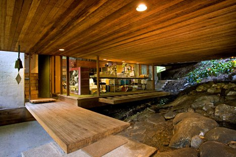Wooded Wonderland Open Plan Multi Level Glass Cliff Home