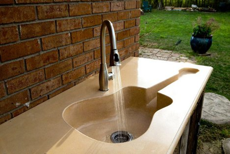 Custom Guitar-Shaped Kitchen Sink for a Harmonious Home - image guitar-sink-4 on http://bestdesignews.com