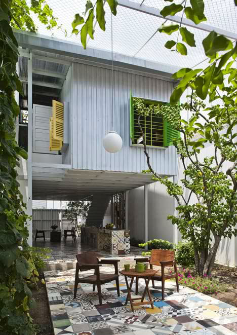 The Nest: Modern, Low Cost Home with Mesh Facade