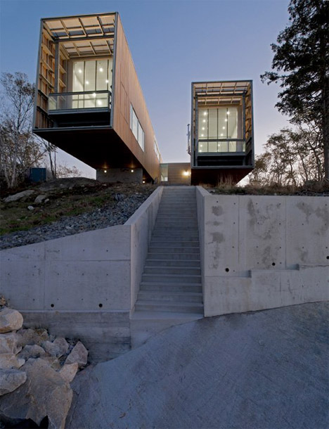 Two Hulls House: Seaside Residence Inspired by Ships