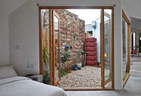 bedroom courtyard