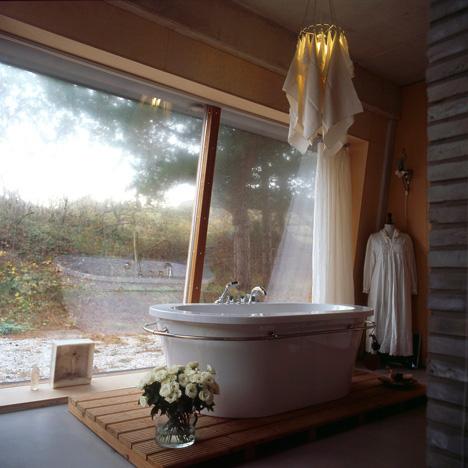 dune house bathroom