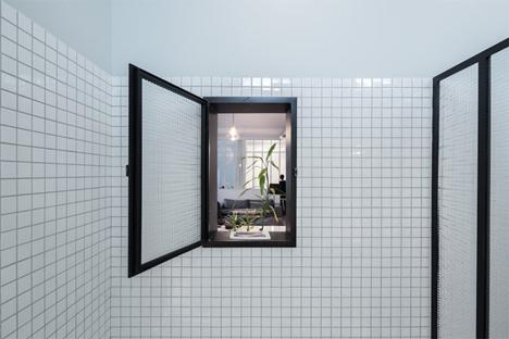 bathroom window kabinett apartment