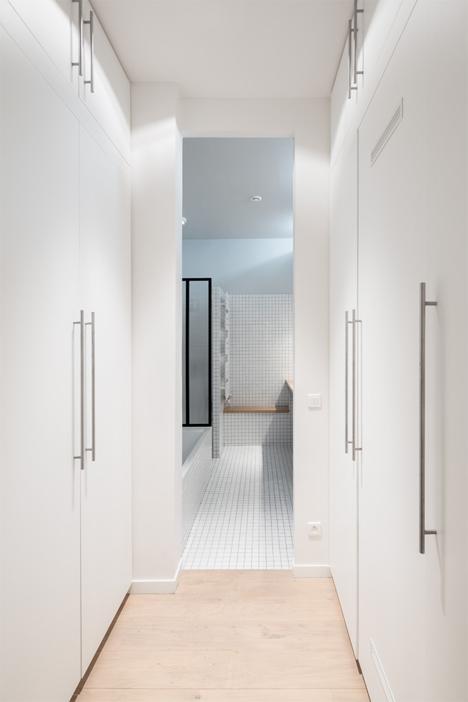 storage lined hallway paris kabinett apartment