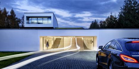 Autofamily house drive your ride through the front door for Drive through garage door