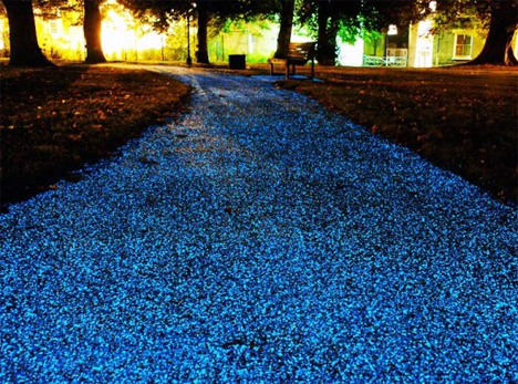 Glowing Starpath Uses Solar Energy to Brighten the Night