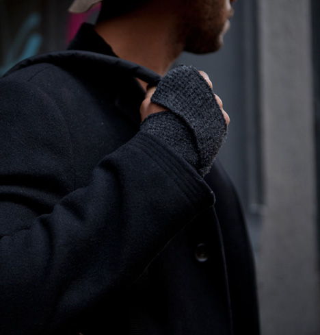 Alpaca Warrior Gloves: Clever Fingerless Hand Wrap Design