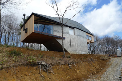 Elevated Villa is Perfect Vantage Point for Japanese Snows