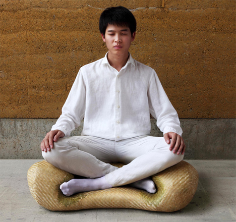 Zen Seating: Meditation Chair Makes Proper Sitting Easy
