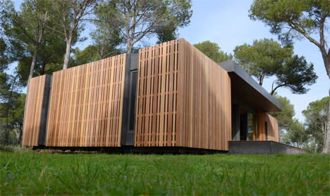 An inexpensive sustainable home that you can build yourself over the course  of a long weekend might seem like a pipe dream, but French architectural  firm ...