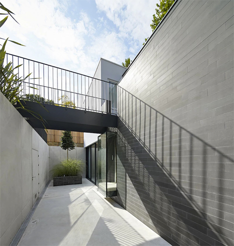 Modern Sunken London Home 3