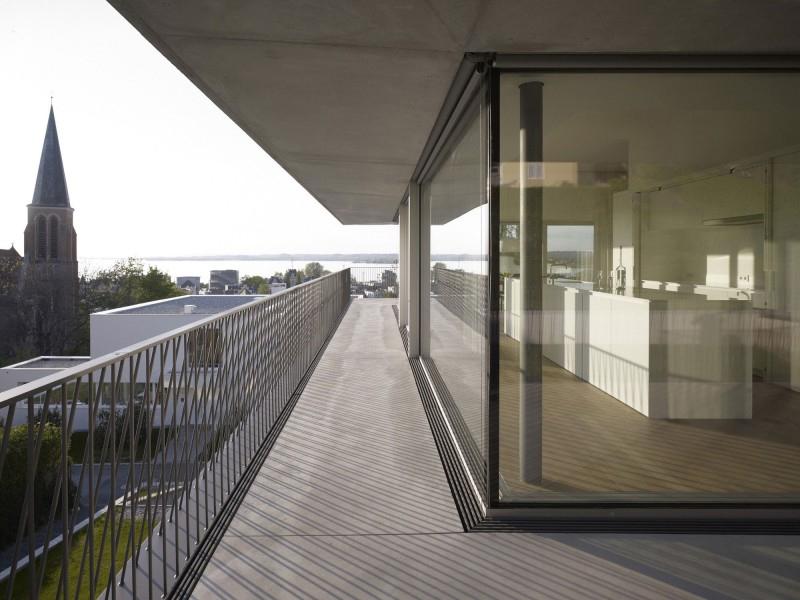 Stunning views define austrian home cut into hillside for Balcony definition