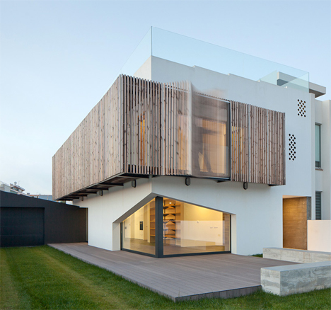 Airy Portuguese Home Features Movable Window Louvres