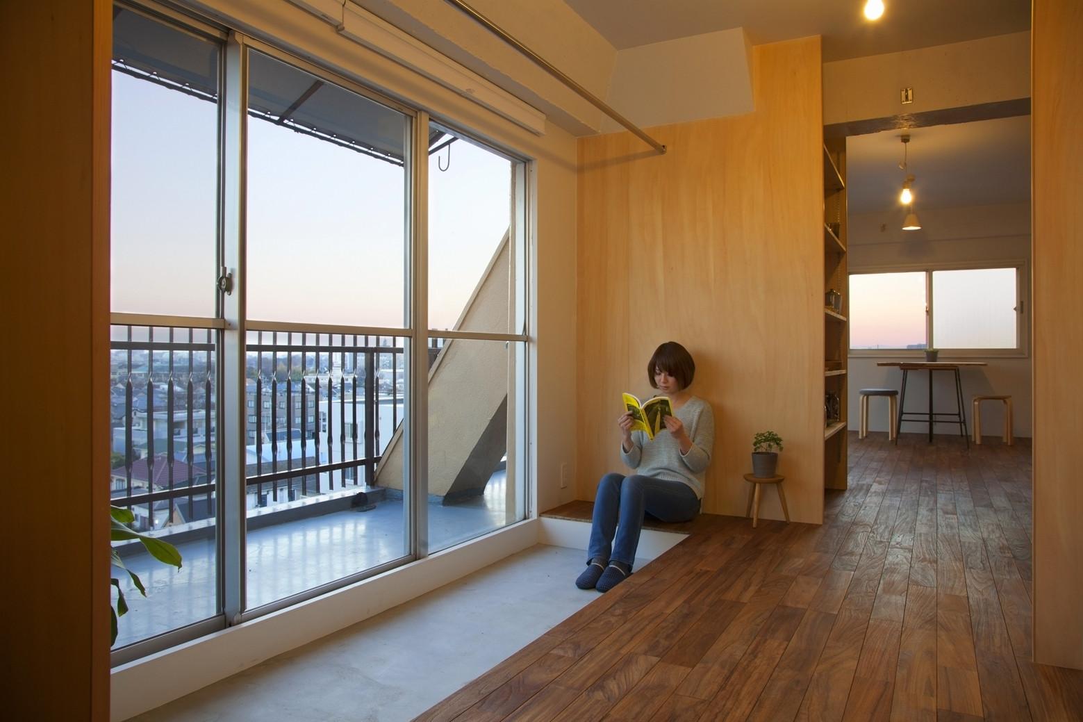 Wood Partitions Enlarge A Tiny Apartment Designs Ideas On Dornob