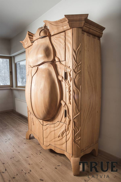 bug armoire side