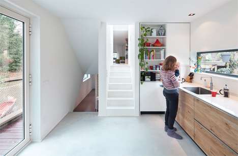 continuation of kitchen