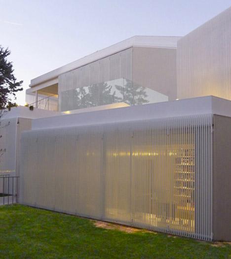 Retractible Shutters House 5