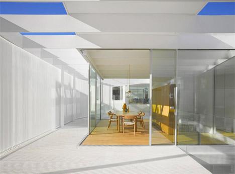 Retractible Shutters House 6