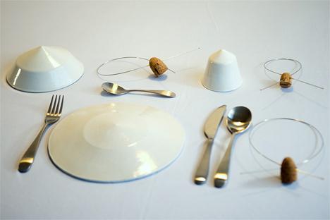 tilt balancing tableware set
