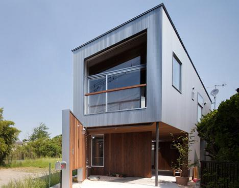 Central Triangular Courtyard Unifies Modern Japanese Home Designs Ideas On Dornob