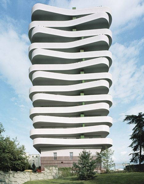 Wavy Apartment Building With Cantilevered Balcony Spaces
