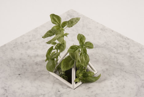 triangular sputnik plant stand